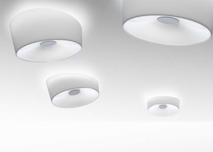1910052 11 Foscarini Светильник потолочный Lumiere XXS, белое стекло, D 25см, Н 10см, 2x18W G24q
